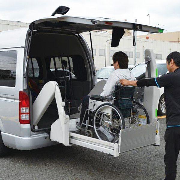 サービス紹介 介護タクシー02